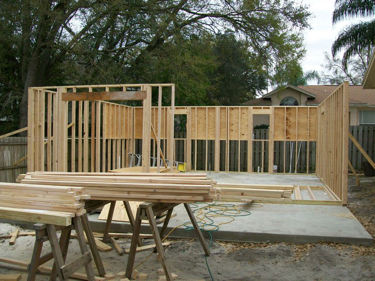 The front wall is the last exterior wall built on the new garage. That one will include some strong horizontal beams where we install overhead garage doors.